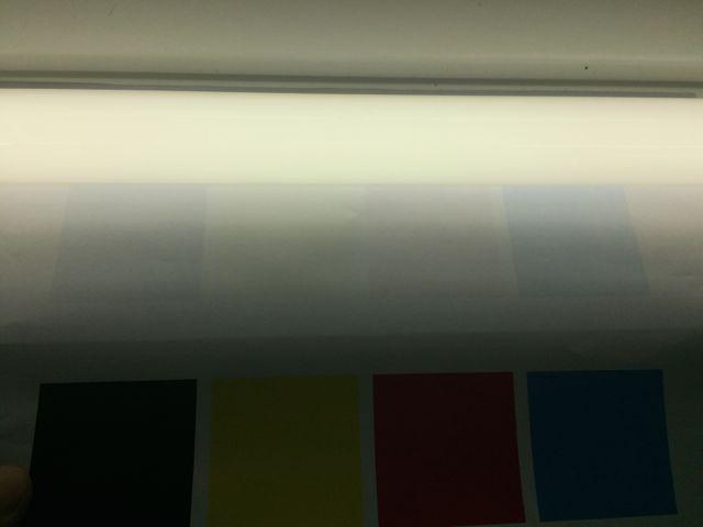 蛍光灯薄い色